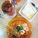 Mee jaws, egg toast and teh #breakfast #kuching #sarawak #malaysia