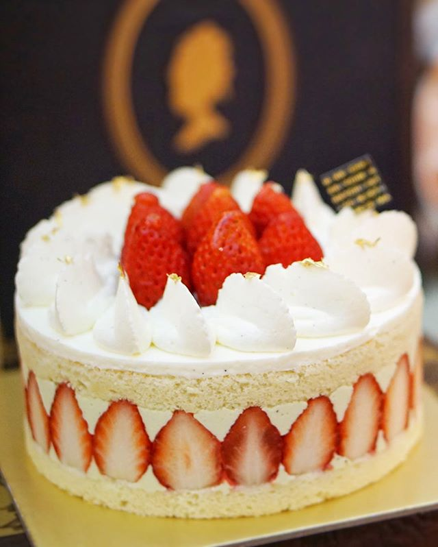 (1/3) Antoinette #Christmas: Always gonna be room in my tummy for dreamy slices of the Fraisier ($55, $110), @Antoinette_SG's take on the traditional French pain de gênes.