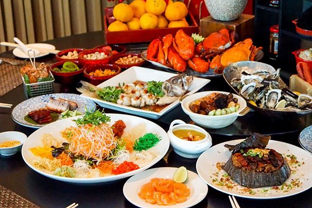 Calories over the festive season don't really count (right?), so treat yourself to a #CNY2017 buffet at #10atClaymore #PanPacificOrchard.
