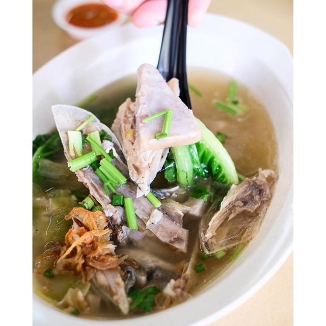 Travellers to Batam would be familiar with Yong Kee Istimewa Soup Seafood.