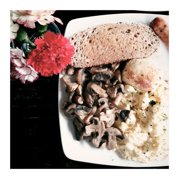 big breakfast #instafood #food #foodie #foodporn #onthetable #instadaily #igers #igmy #igmalaysia #mobilephotography #instamood #igasia #malaysia #foodphotography #iger #asia #asean #breakfast #breakfastlove #antipodeancoffee
