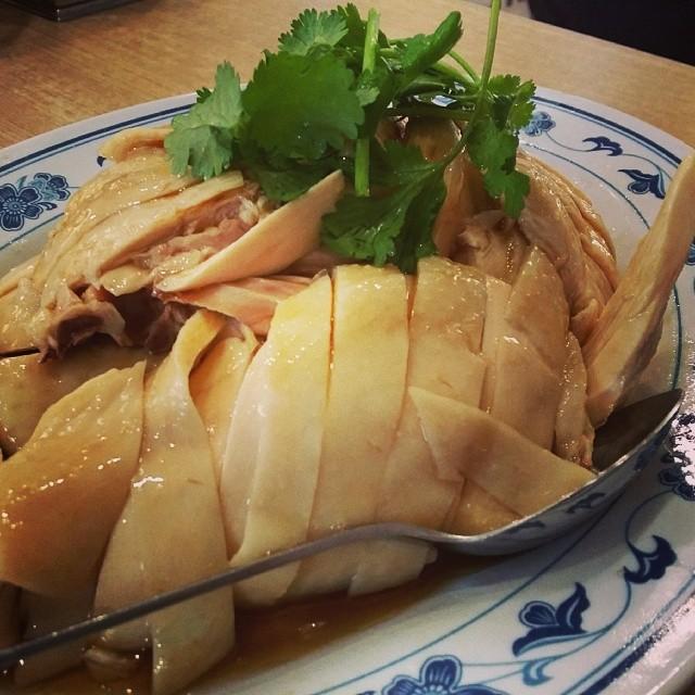 Hainanese chicken #umakemehungry #foodphotography #foodie #foodgasm #foodstamping #foodbloggers #foodoftheday #foodporn #foodspotting #followme #yummy #sgfood #singapore #makanhunt #tagsforlikes #ykn #chicken