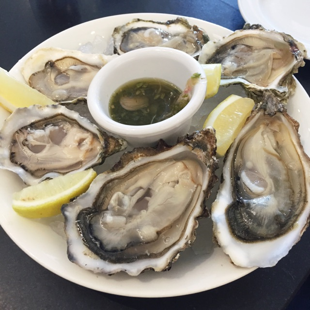 Mixed Oysters On Ice (priced between $4 and $7.50 per oyster)