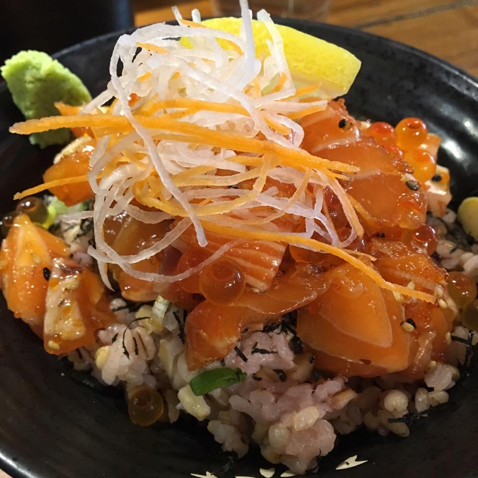 Salmon Sashimi & Salmon Roe Rice Set ($18)