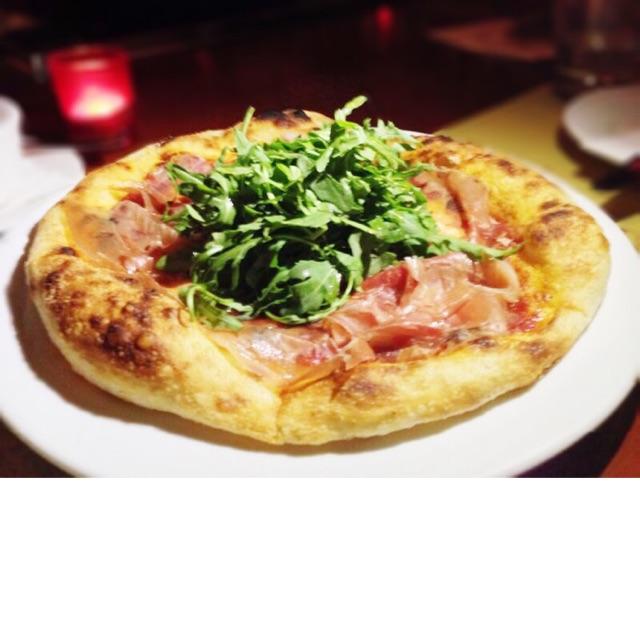 Prosciutto di Parma, rucola, tomato & mozzarella pizza