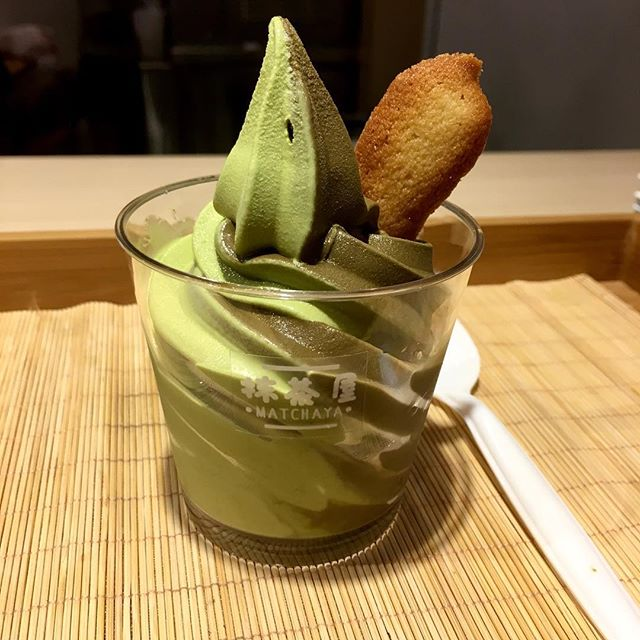 I may have several discoveries and blips this week w my research but the best is to end it with a sweet ending that comes in the form of a Genmaicha & Hojicha soft serve!