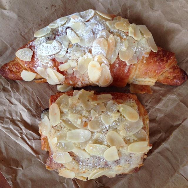 Almond & Almond/chocolate Croissant
