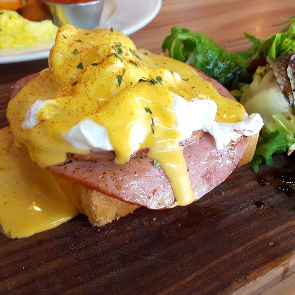 Eggs & Cheese Benedict