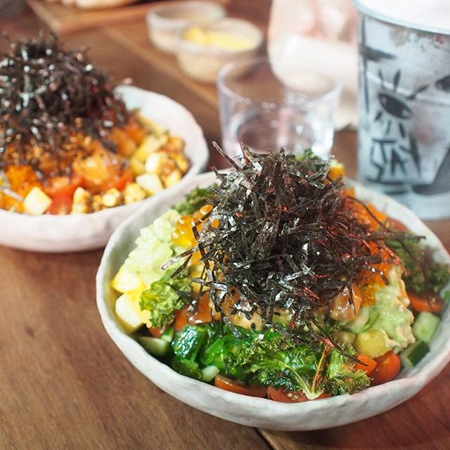 I tried the Umami Omega - Spicy Garlic Sesame Salmon on our Signature Sushi Rice, served with fresh ingredients and premiums of Lime Avocado & Kale Chips, topped with ikura & pickled veg.