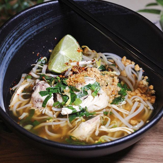 3.5 munchies: Not your usual spicy and sour tom yum soup, the clear broth used in this bowl of chicken noodles was milder in taste with sweet-savoury flavours.
