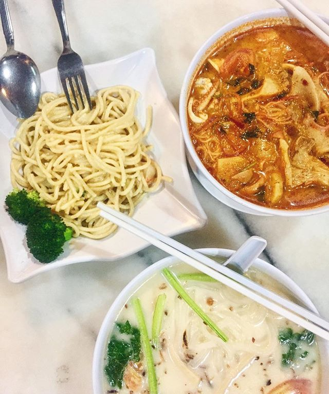 Best salted egg pasta and tom yum noodle soup 🍜 #burpple