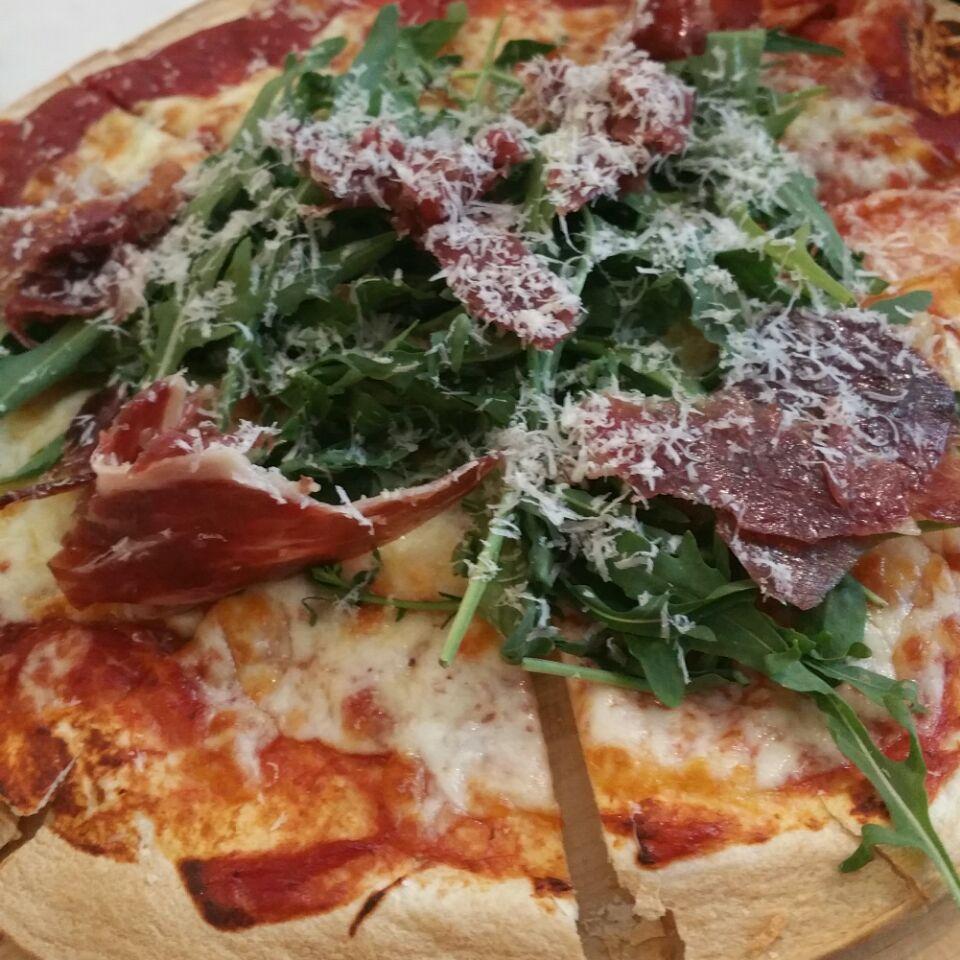 Iberico & Arugula Pizza