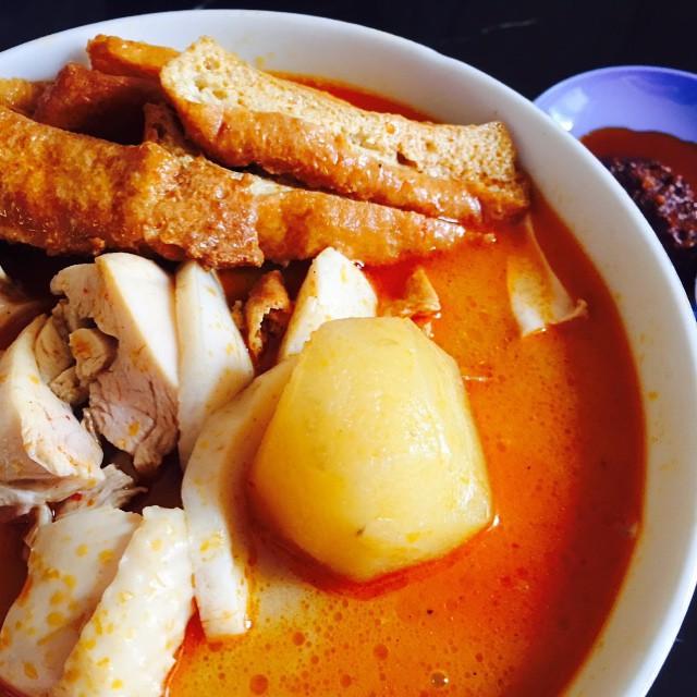 Ah Heng curry noodle $4 drumstick set.