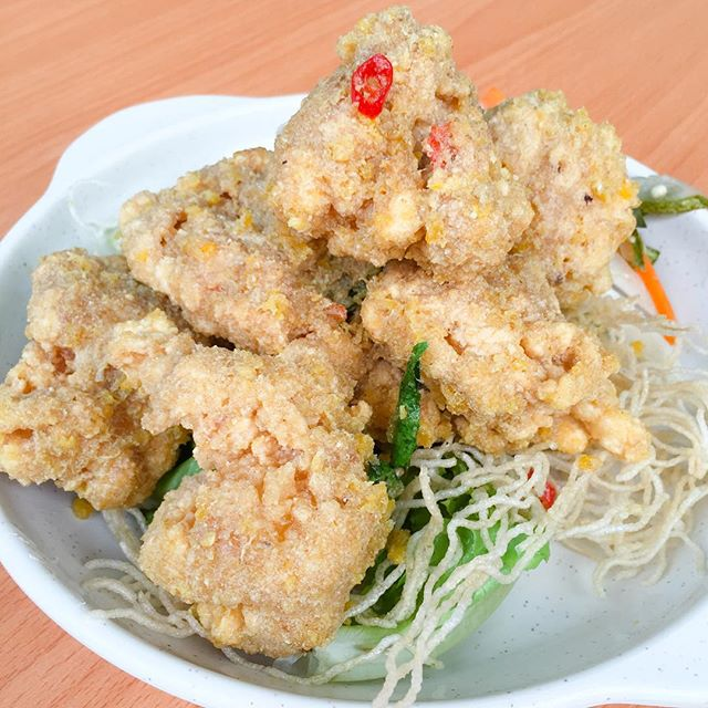 • Wee's Family Coffee Shop 03/05: Salted Egg Prawn Balls $16: Are you a salted egg person?