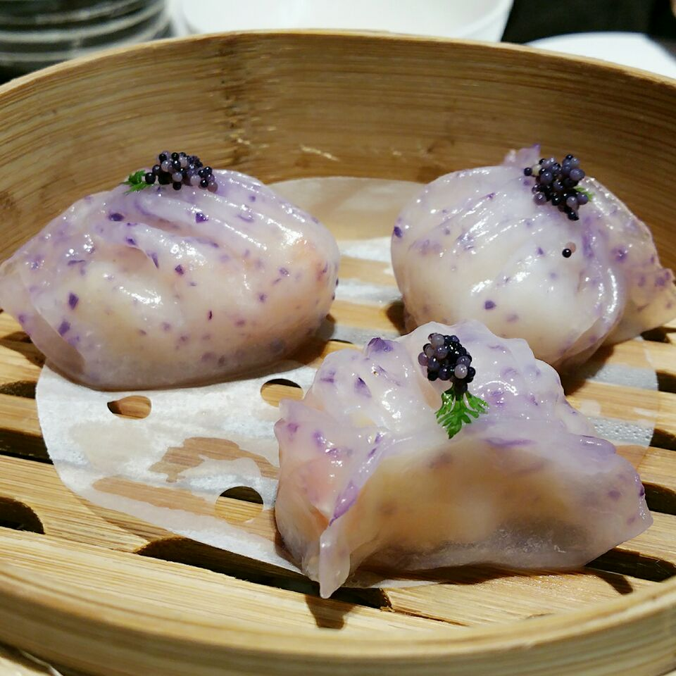 Steamed Crystal Prawn Dumplings 虾饺 by Veeky Momo