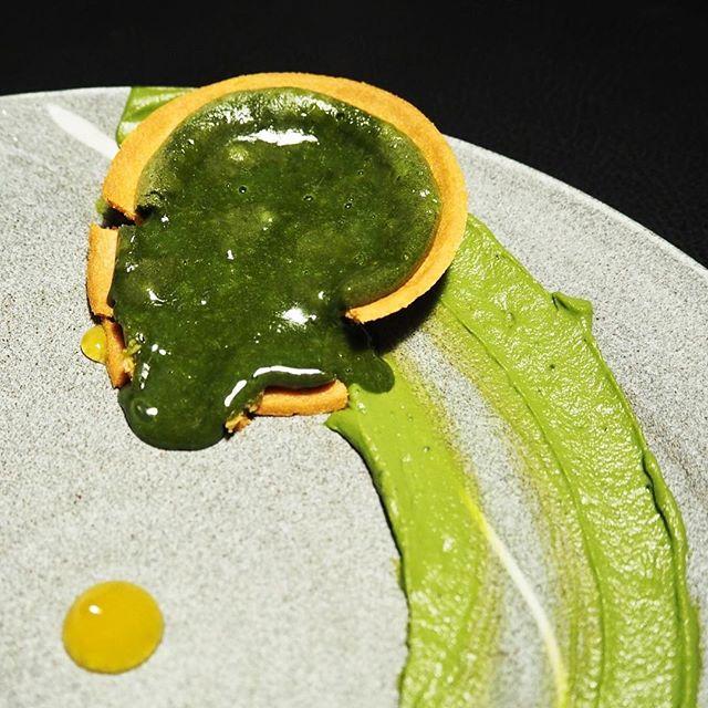 Matcha Tart ☻☻☻☻☻☻☻☻☻☻ Green tea fondant that oozes from the crumbly tart.
