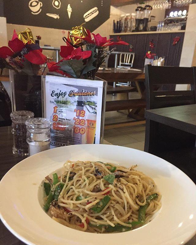 Spaghetti Aglio Olio ($11.90) 🍝 Capsicums, mushrooms, garlic, chilli tossed in olive oil.