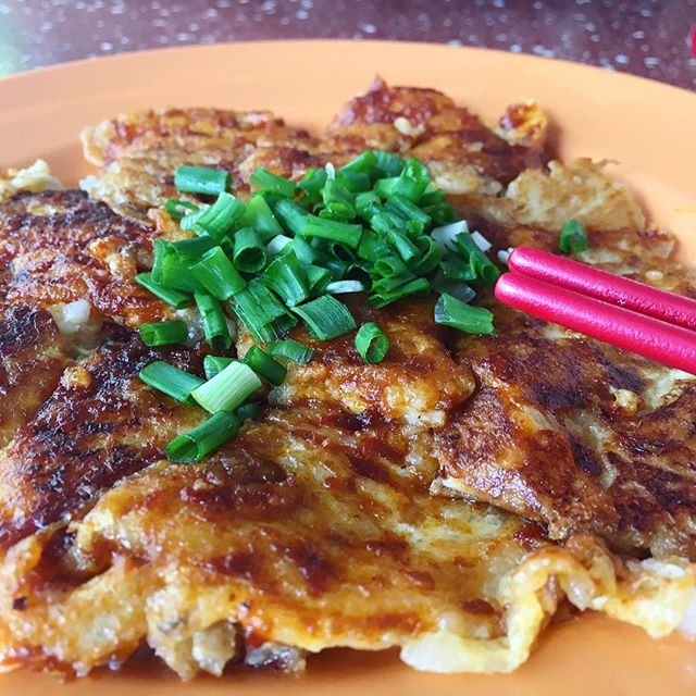 Reasons why many would wait over an hour for this fried carrot cake?