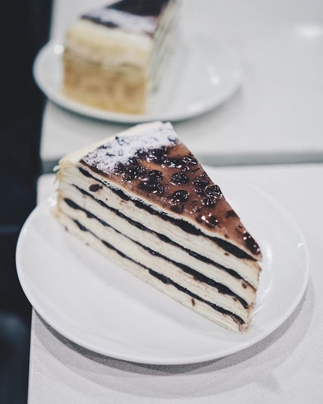 🍰/ Azuki Mille Crêpes  Been eyeing this since @ladymsg posted it on their account 🤤  Their cakes do not disappoint 🤤🤤🤤 We had another gâteau aux marrons at the same time, & I think that's our fav from them for now.