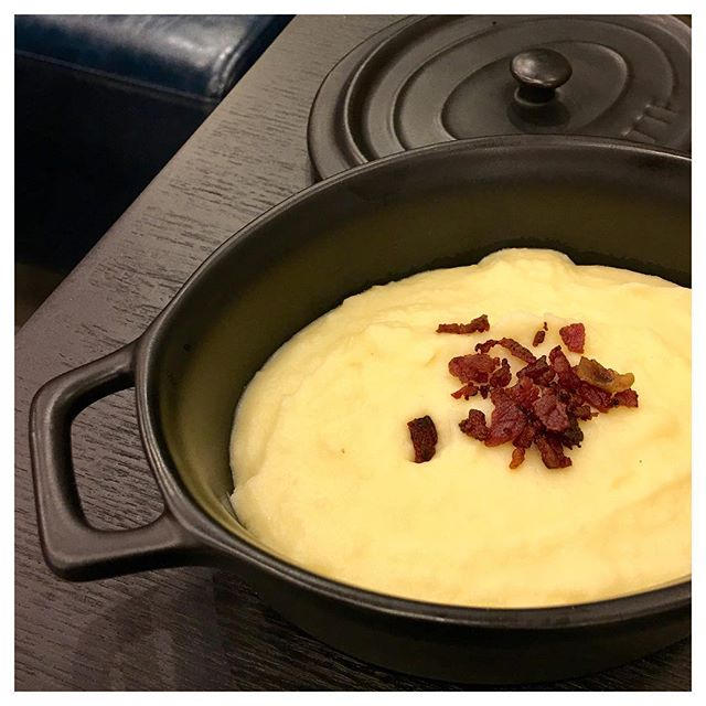 Mashed Potato 🥔 This came together with the Honey Spiced Roasted Chicken.