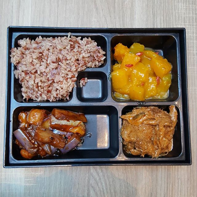 7.5🌟 / 10🌟 Yummy Brown Rice with Vegetarian Chicken Rendang, Sambal Brinjal and Pumpkins @ S$7.90 from Green Dot Restaurant at WestGate Mall