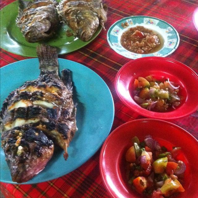 Ikan Bakar dan Goreng RM.Terapung 🍛🍶