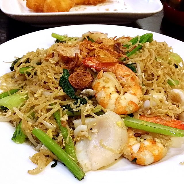 Fried Egg Noodle with Seafood