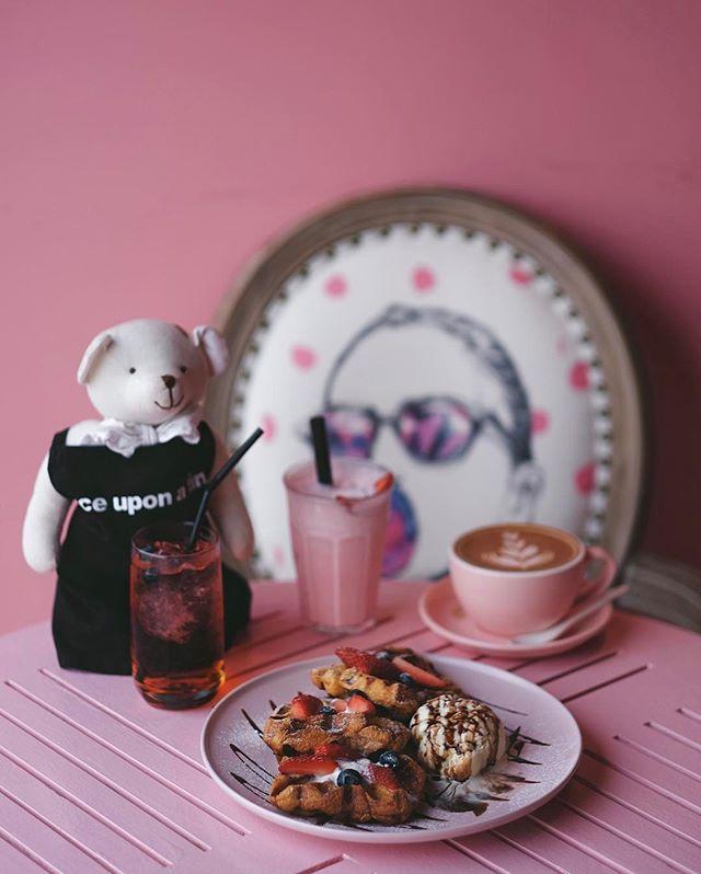 Everything is pink here in this cafe  #onceuponatimecafe #fujifilmsg #onthetable #essentials #travelgram #huntgram #artofvisuals #thecreatorclass #createcommune #insiderfood #f52grams #bestfoodaroundtheworld #theartofplating #cookmagazine #thefeedfeed #eattheworld #yahoofood #thisisinsiderfood #beautifulcuisines #burpple #klcafe #cafehopmy #eatdrinkkl #exploremalaysia #igmalaysia #igersmalaysia
