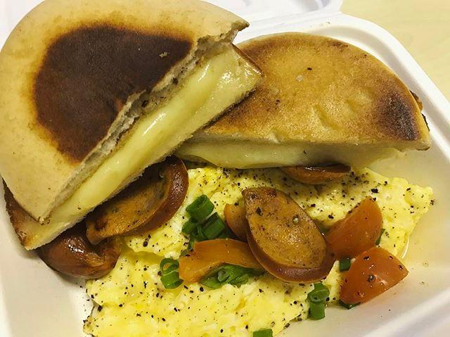 Scrambled eggs, chorizo and cheese toast ($4) 🍞🍳 .