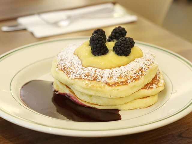 It's pancake month at Clinton St and their first special pancake for this week is {Blackberries and Lemon Curd Pancakes}!