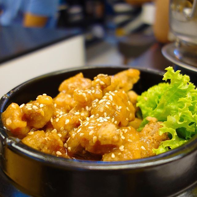 Unfortunately the honey and the garlic doesn't marry well in this honey garlic popcorn chicken ($5.90++)