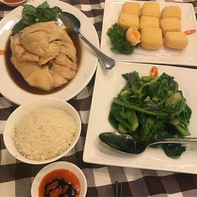 You can never go wrong with chicken rice.