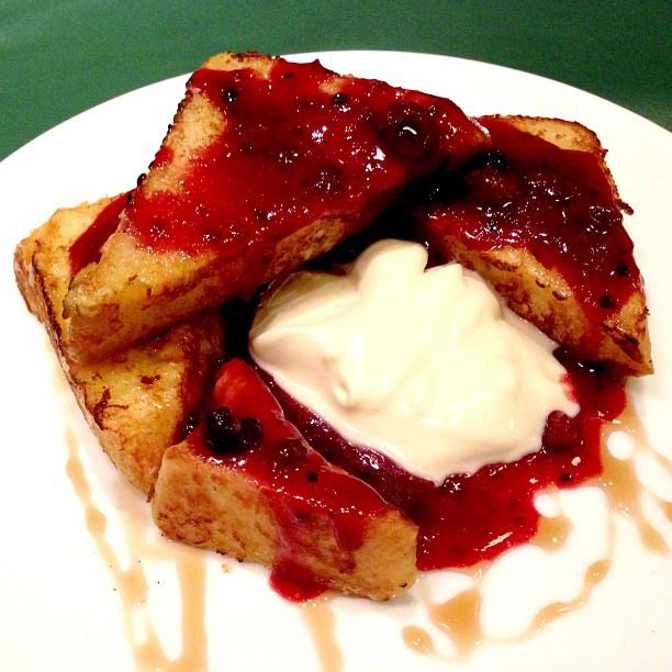 #frenchtoast #dessert #sweet #strawberry #vanilla #icecream #lecafegourmand #gourmand #cafe #grahafamili