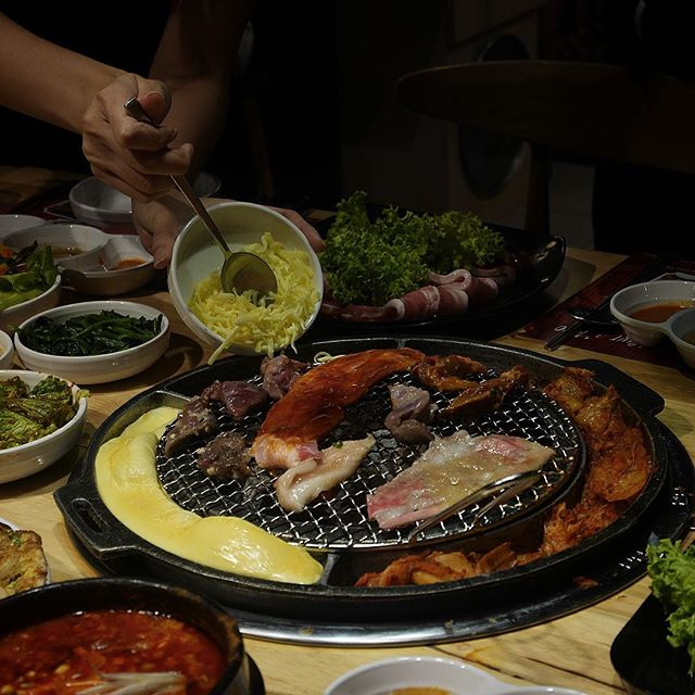 Yesterday we enjoyed our dinner at 1 of the largest Korean charcoal BBQ in the world that specialize in Galmaegisal, which is also known as the skirt meat.