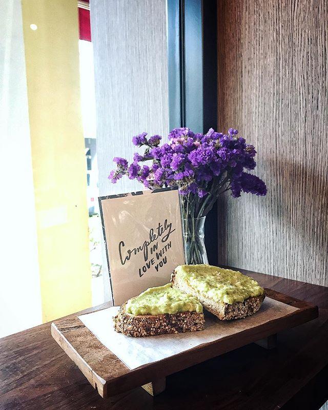 Avocado Toast 👍🏻 #monumentlifestyle#instapic#potd#cafehopping#sgcafe#lifestyle#duxton#yum#foodie#foodporn#toast#instadaily#burpple#eatoutsg#singaporeinsiders