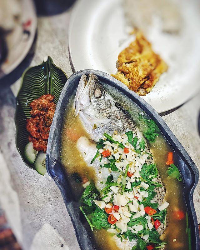 👍🏻👍🏻👍🏻 #seabass#thaifood#instapic#instamood#foodporn#burpple#instafood#yum#steamfish#instadaily#foodie#foodstagram