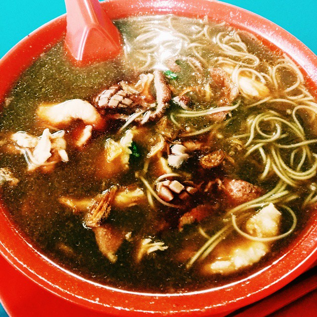 After seeing @gwenfoodvolution posting the photo of Seng Kee Pig Kidney Mee Sua The place is she posted is at Changi Road Near Kembangan Mrt.