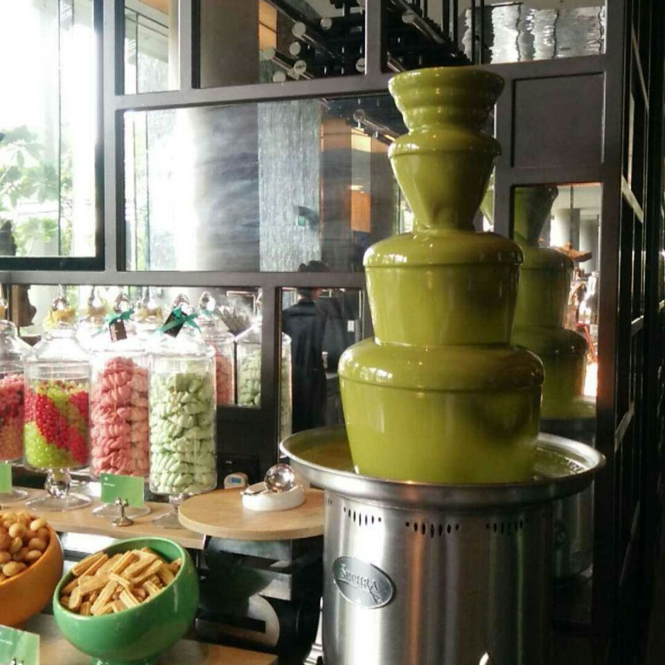 For Seafood, Asian Delights and a Chocolate Fountain!