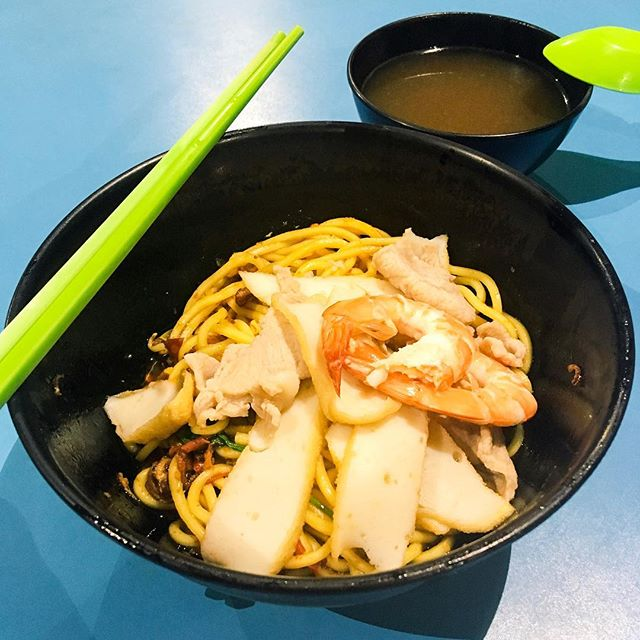 Prawn Noodle Dry from Yu Xing Yuan Bedok Prawn Noodle  The noodles was savoury when soaked in the sauce and comes with fishcakes, prawns and pork slices, while the soup tasted rather average.