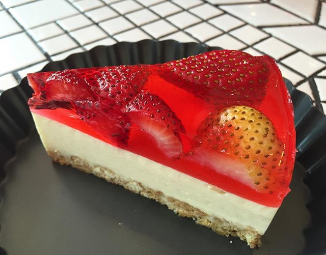 Strawberry Tofu Cheesecake ($6.50) 🍓.