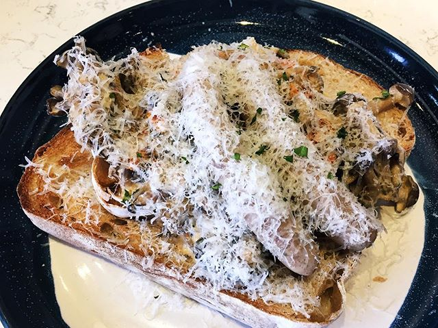 Creamy mushroom on sourdough ($14 + $3 Italian sausage) 🍞🍄 🍴2 big pieces of bread with creamy and yummy mushrooms.