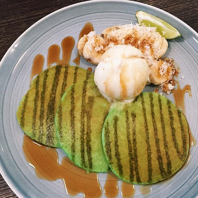 Pandan Pancakes w Gula Melaka Ice Cream ($14 nett) 🥞 ⭐️ 3.5/5 ⭐️ 🍴The pancakes, although thin, managed to be crispy and moist.