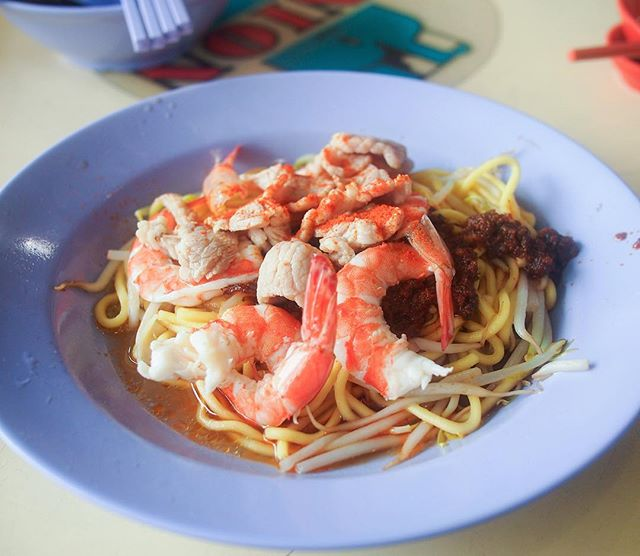 So happy to discover this underrated stall at Soy Eu Tua Coffeeshop (Jalan Tua Kong), selling prawn mee, laksa and lor mee.