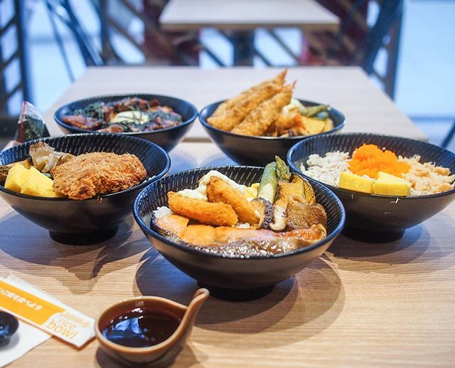 Yoshinoya @ Junction 8 has revamped their menu (and shop layout!) by adding rice bowls and ramen to cater more to non-beef eaters.