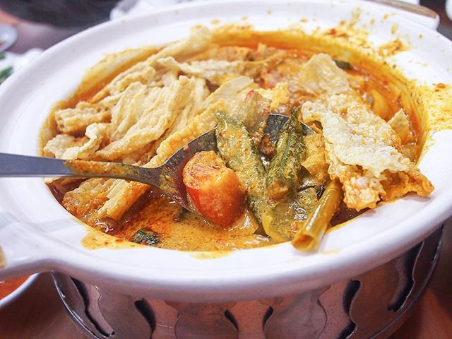 I'm often pretty indifferent about (Chinese-style) fish curry, but this fish curry was the highlight to our dinner that day.
