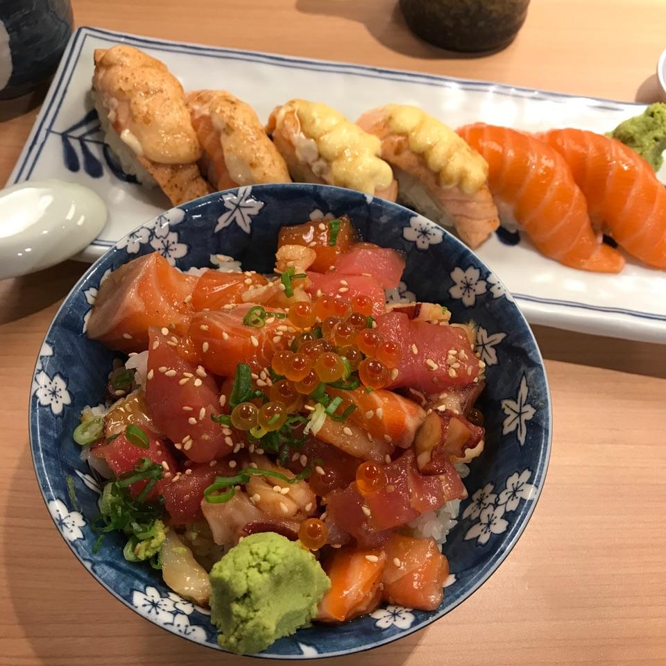 Bara Chirashi Don & Salmon Sushi Naguri Set