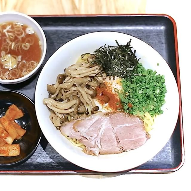 The ramen-crazed me heard of a new shop at Chinatown Point and went straight over, lured by a Truffle Mazesoba.