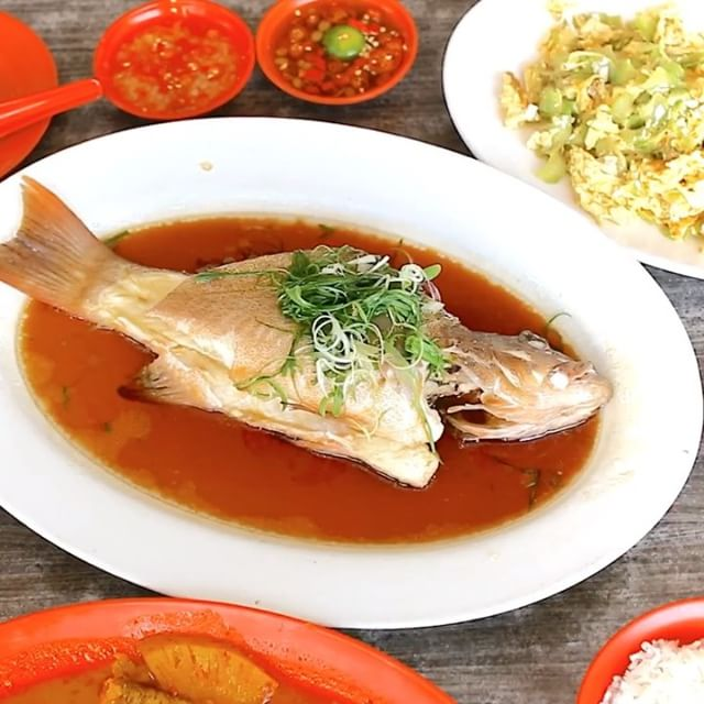 Foodies in the West of Singapore already know where to get good Steamed Fish and Teochew Porridge, with Zai Shun Curry Fish Head popular and extremely busy during their lunch time hours.