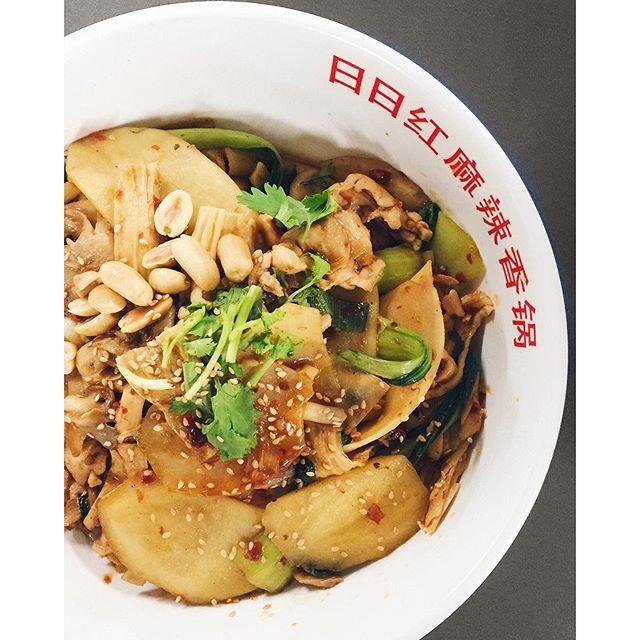 [日日红麻辣香锅] Of the many Mala Hot Pot (麻辣香锅) stalls that you can find in hawker centres, coffeeshops or food courts, Ri Ri Hong Mala Hot Pot at People's Park Food Centre has always been my top pick.