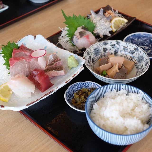 Premium Sashimi Set (¥1650) .
